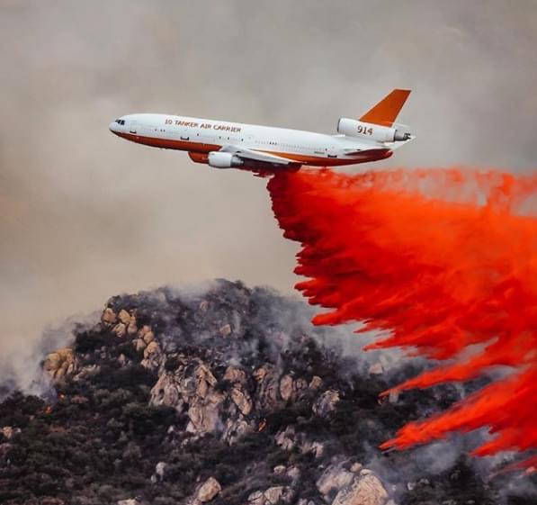 Airplane releasing Fire Retardant